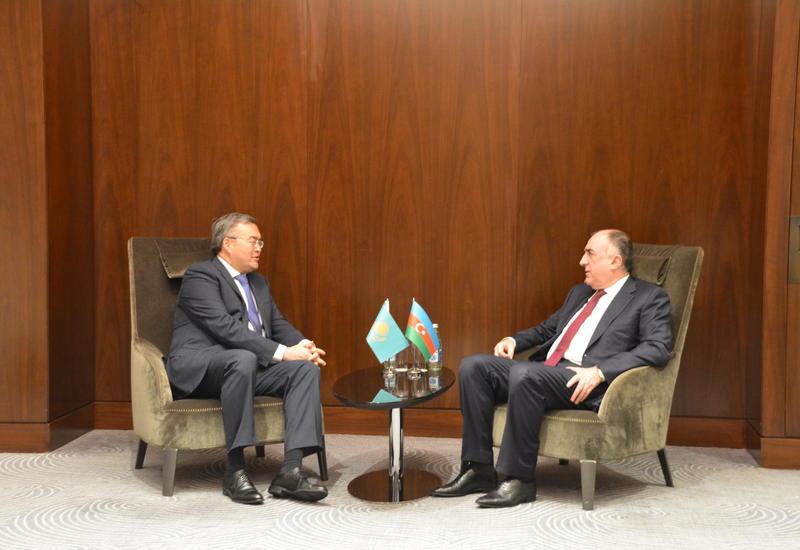 Эльмар Мамедъяров провел переговоры с казахским коллегой