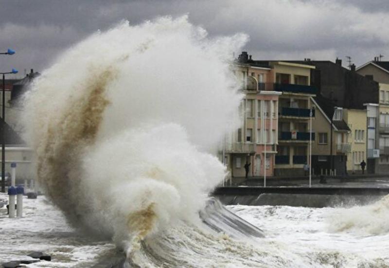 Мощный ураган обрушился на юг Франции