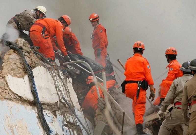 В Бразилии обрушилось жилое семиэтажное здание, под завалами остались люди