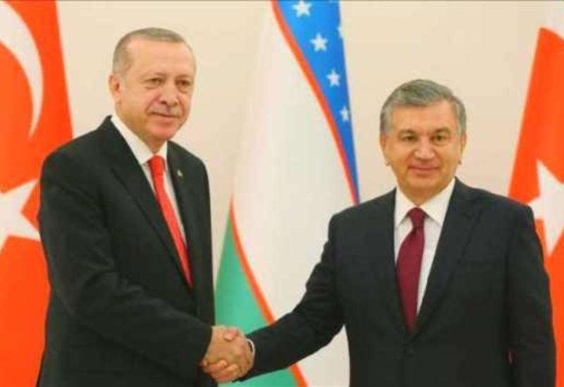 Президенты Узбекистана и Турции обсудили в Баку совместные инвестпроекты стран