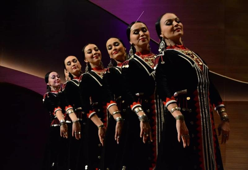 В Центре мугама выступили фольклорные коллективы России