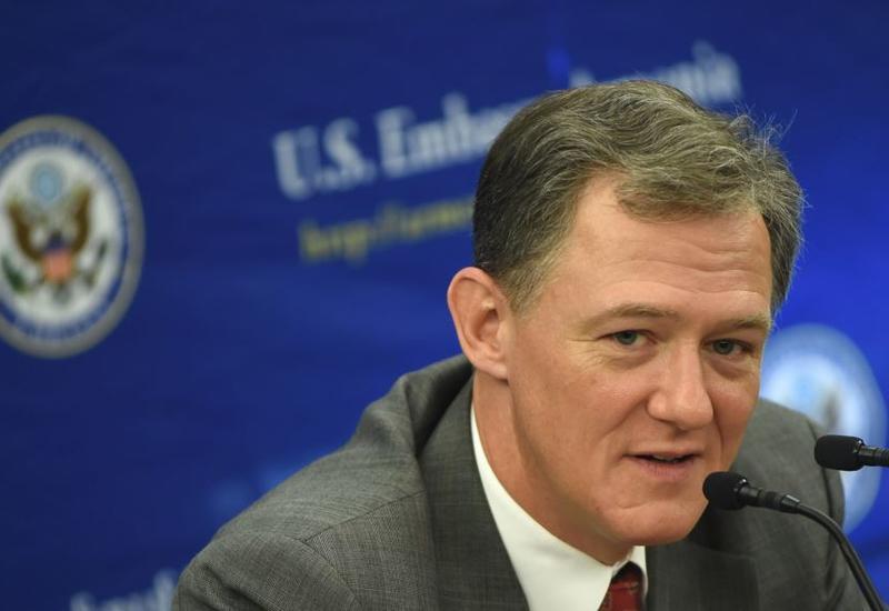 Зампомощника госсекретаря США прибыл в Конгресс для показаний в рамках импичмента