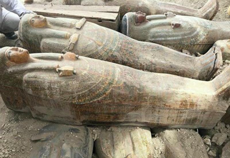 В Египте нашли тайник с десятками запечатанных саркофагов