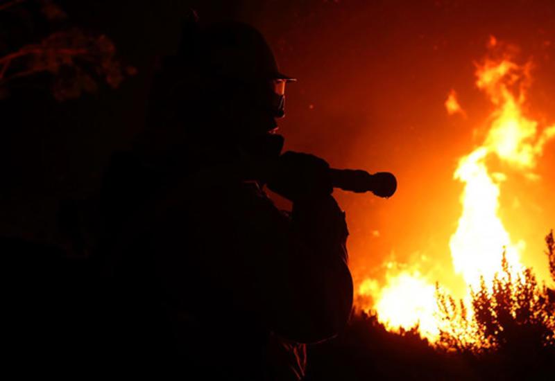 На нефтебазе в США произошел сильный пожар