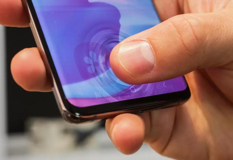Samsung исправит сканер отпечатков Galaxy S10