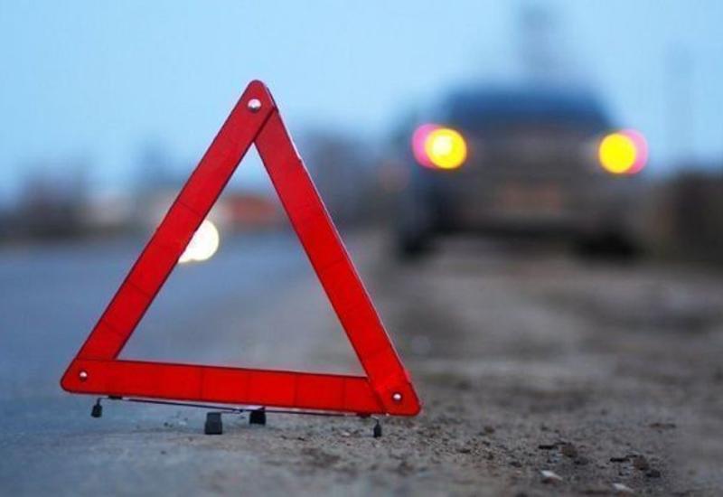 В Баку автомобиль сбил сотрудника дорожной полиции