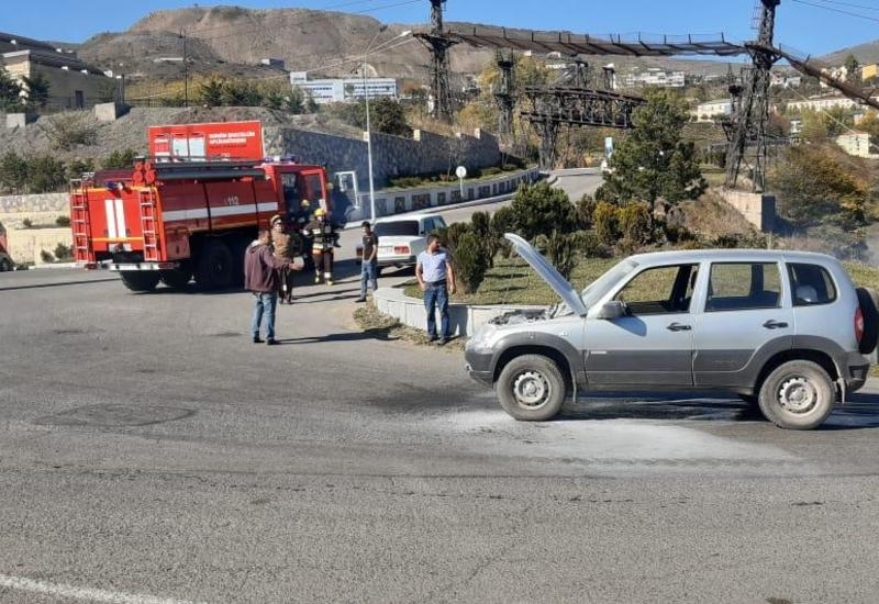 Сотрудники дорожной полиции потушили автомобиль и спасли водителя в Дашкесане