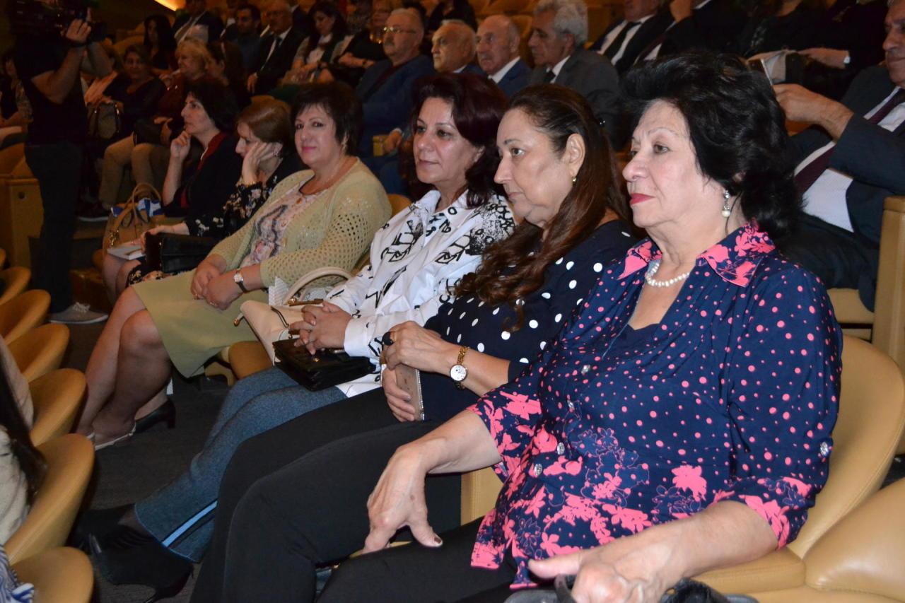 В Центре мугама прошел вечер, посвященный 60-летию кинорежиссера Амира Пехлевана