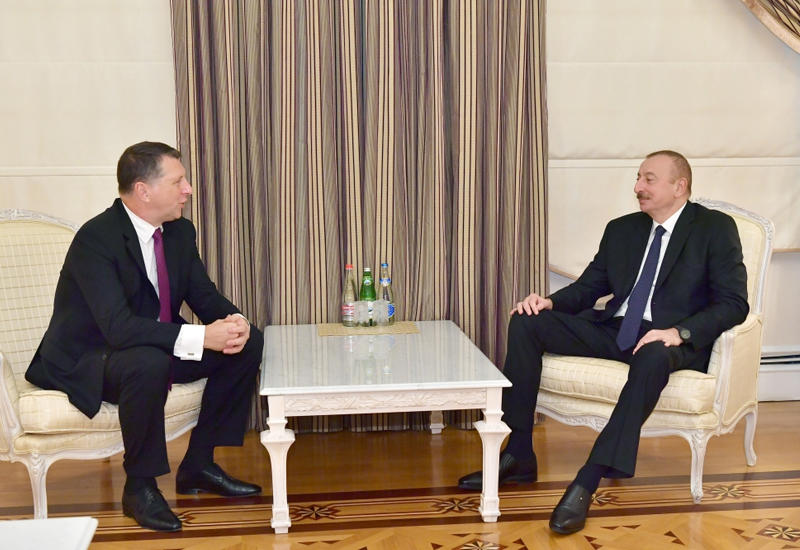 Президент Ильхам Алиев принял экс-президента Латвии