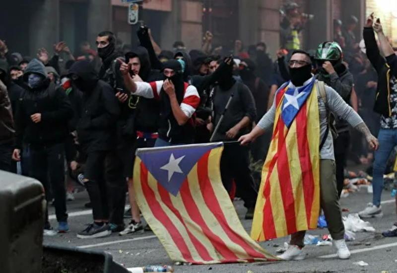 Сепаратисты устраивают погромы и беспорядки в Барселоне