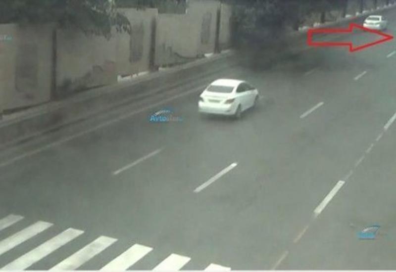 Тяжелое ДТП в Баку: автомобиль врезался в неисправный грузовик