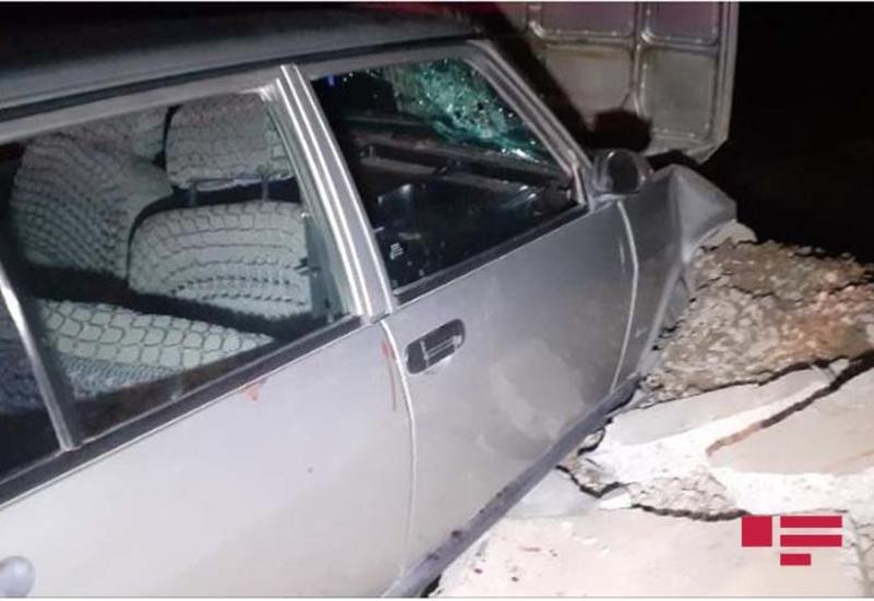 В центре Баку перевернулся автомобиль с тремя девушками