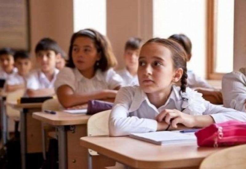 В бакинской школе ученики смогут заменять директора и завучей