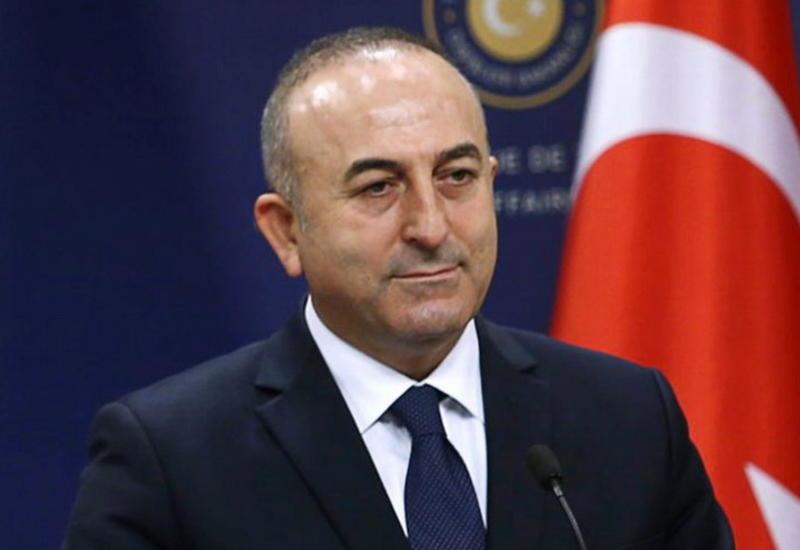 Глава МИД Турции поздравил Азербайджан с Днем государственной независимости