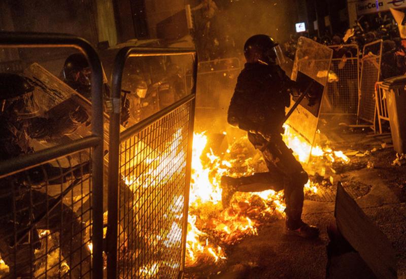 Сепаратисты в Барселоне вновь устроили беспорядки