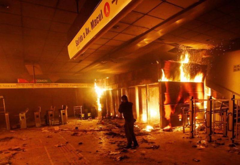 Президент Чили ввел чрезвычайное положение в столице страны из-за протестов