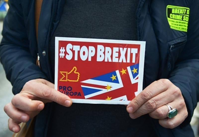 Великобритания отложила Brexit