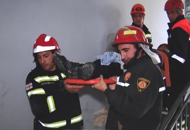 В Тбилиси жилой дом разворотило взрывом бытового газа