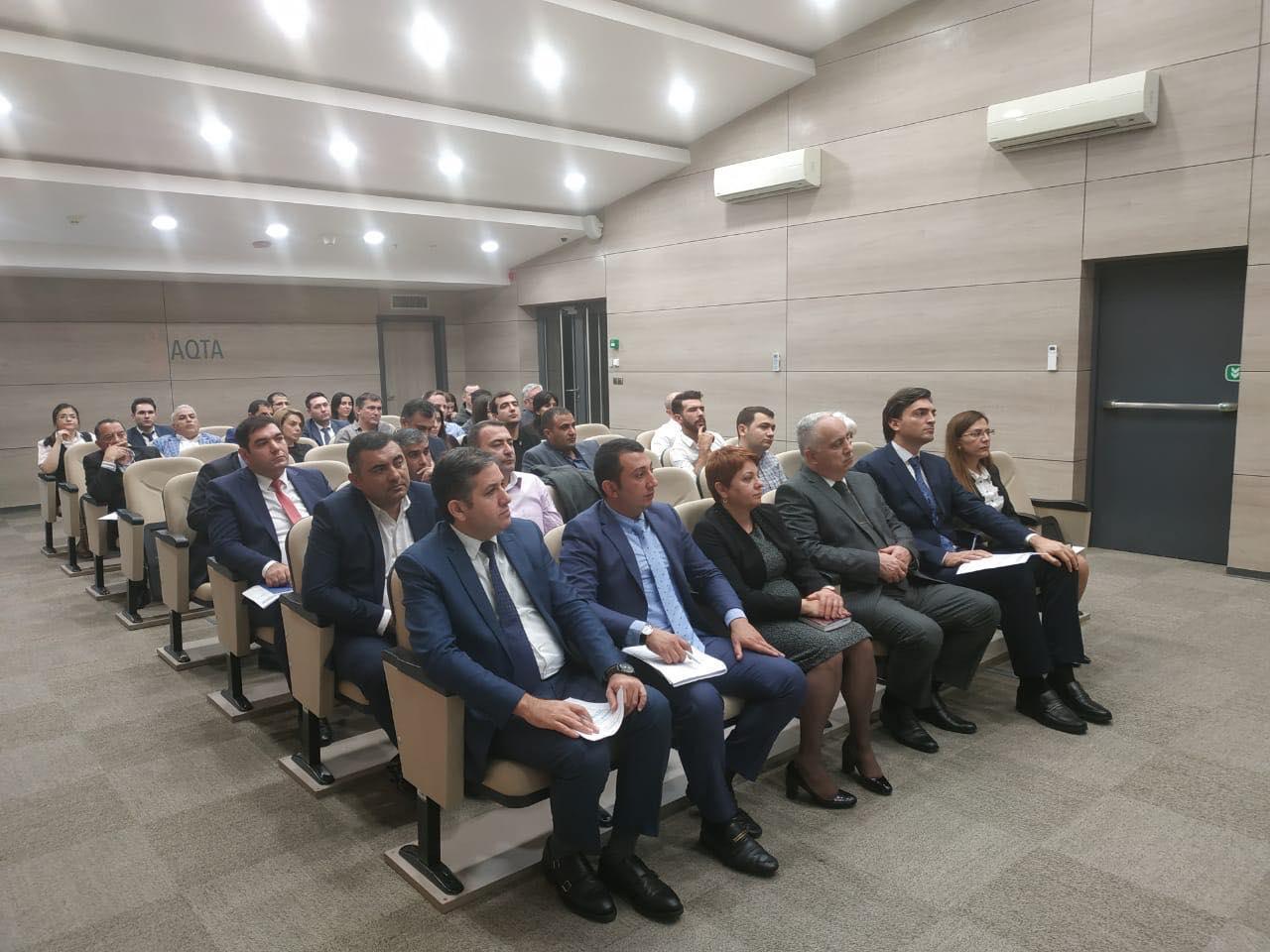 В Азербайджане запретят продажу энергетиков у школ
