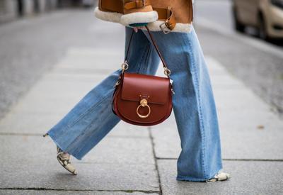 """С чем сочетать джинсы клеш этой осенью? - 5 примеров <span class=""""color_red"""">- ФОТО</span>"""