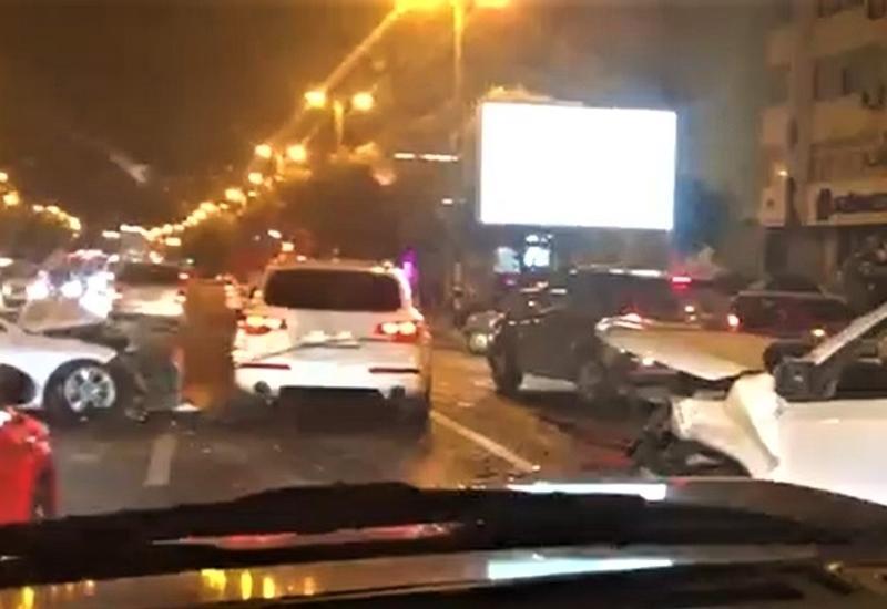 В Баку произошло тяжелое ДТП