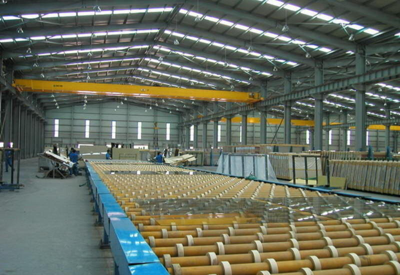 В Азербайджане завершается строительство стекольного завода