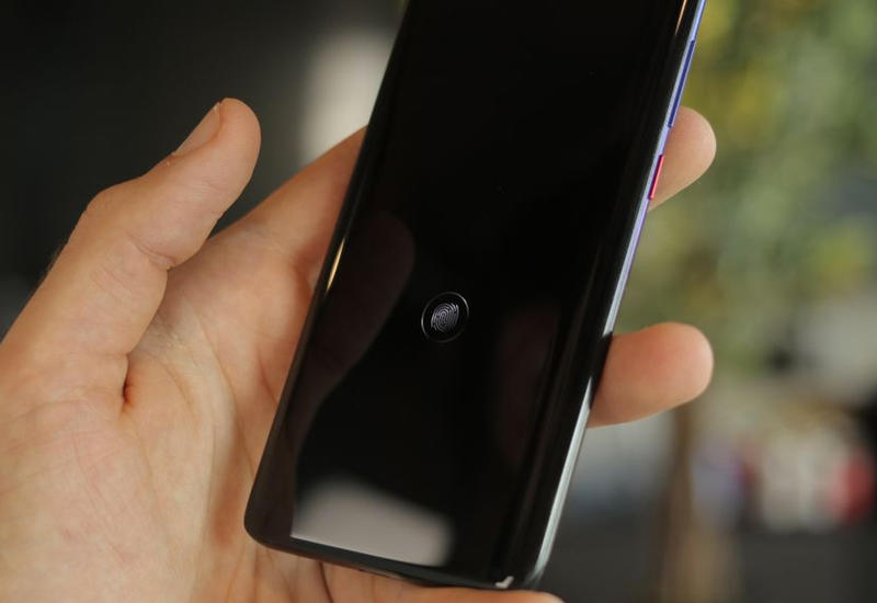 """Samsung выпустила """"заплатку"""" для датчиков отпечатков в смартфонах-флагманах"""