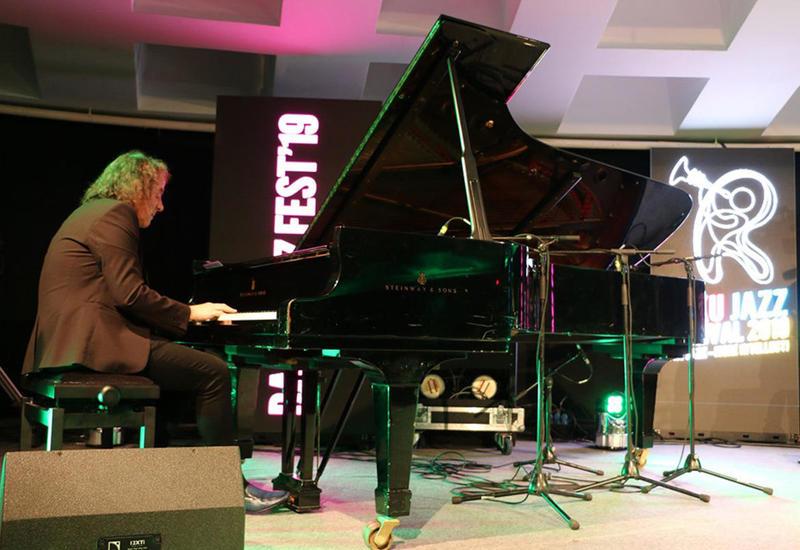 В Баку прошел концерт известного польского пианиста и композитора