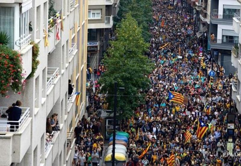 Более 40 человек пострадали во время беспорядков, устроенных сепаратистами в Барселоне