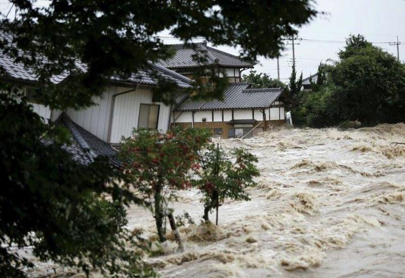 В Японии тысячи людей не могут вернуться домой после тайфуна