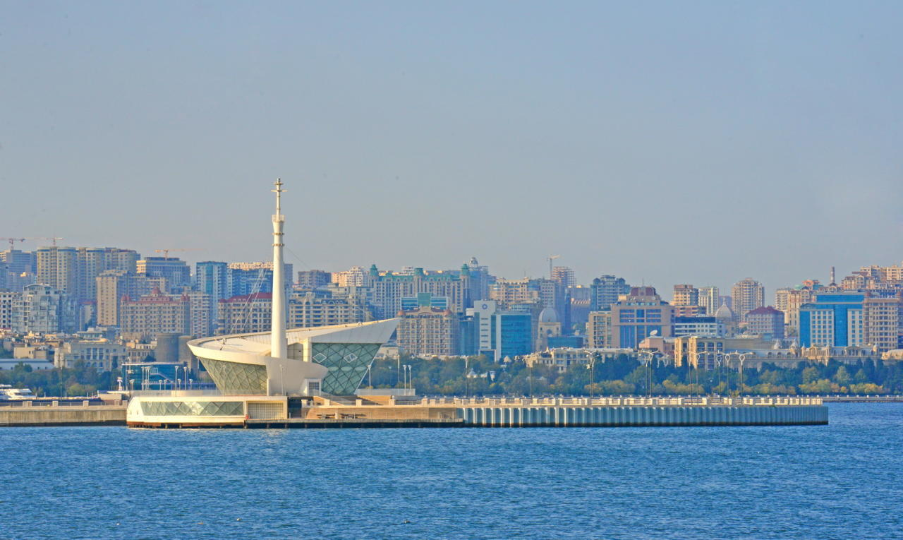Не оторвать глаз: завораживающая красота береговой линии Баку