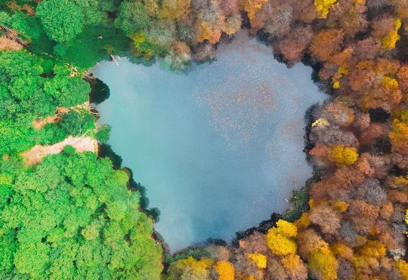 Озеро в форме сердца в Азербайджане