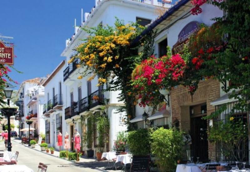 Марбелья - живописный город и самый модный фешенебельный курорт в прибрежной зоне