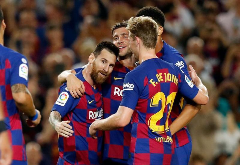 «Барселона» разгромила «Вальядолид» и возглавила турнирную таблицу примеры