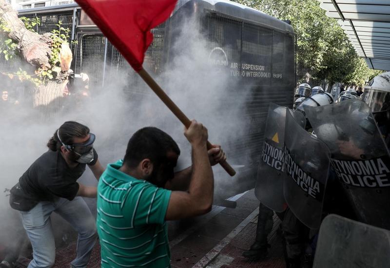 Полиция применила в центре Афин слезоточивый газ для разгона студентов