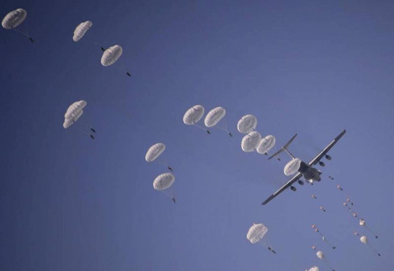 В Японии считают, что парашютные учения США нарушают двусторонние договоренности
