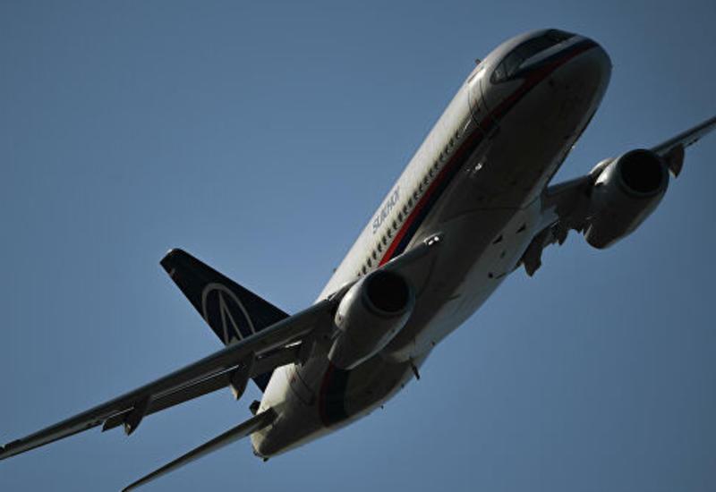 SSJ100 с отказавшим двигателем приземлился в российском аэропорту