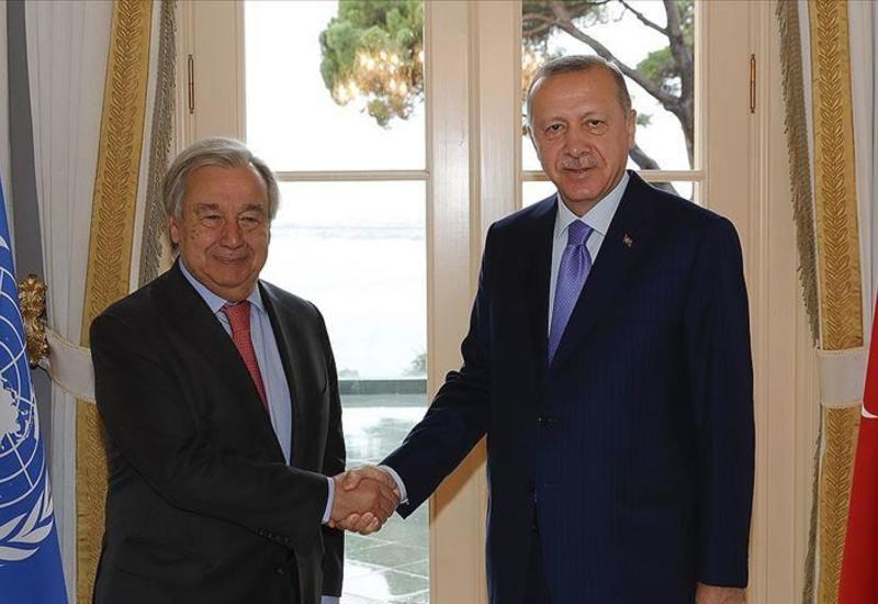Президент Турции принял в Стамбуле генсека ООН