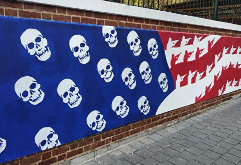 В Тегеране появились новые граффити перед бывшим посольством США
