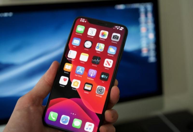 """Apple отправила владельцев iPhone в """"каменный век"""""""