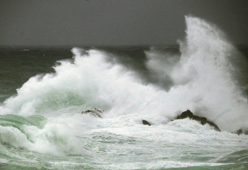 "Из-за ""Амели"" во Франции объявлен предпоследний уровень опасности"
