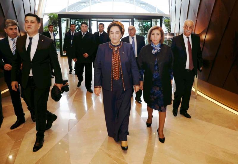 Председатель Меджлиса Туркменистана прибыла с визитом в Азербайджан