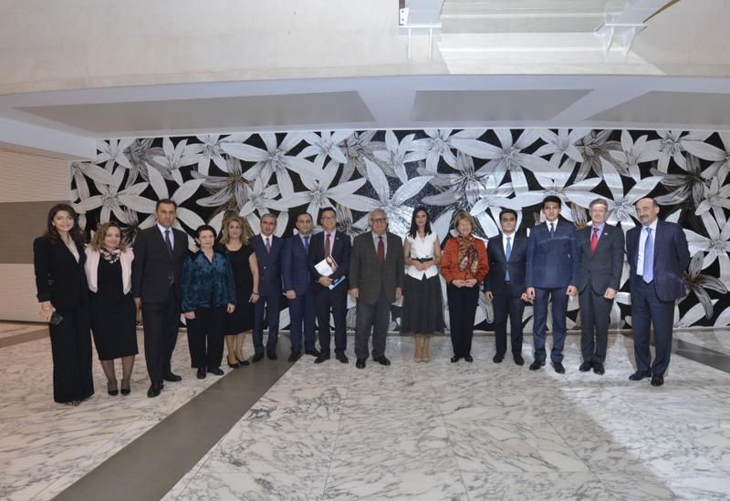 Баронесса Эмма Николсон и посол Великобритании в Азербайджане посетили Центр мугама