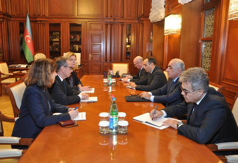 Премьер-министр Азербайджана принял делегацию ЕБРР