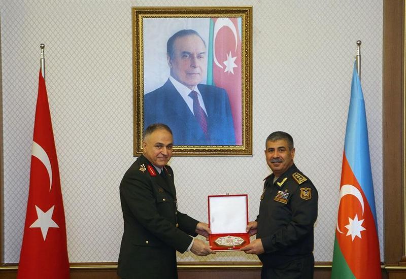Закир Гасанов на переговорах с военной делегацией Турции