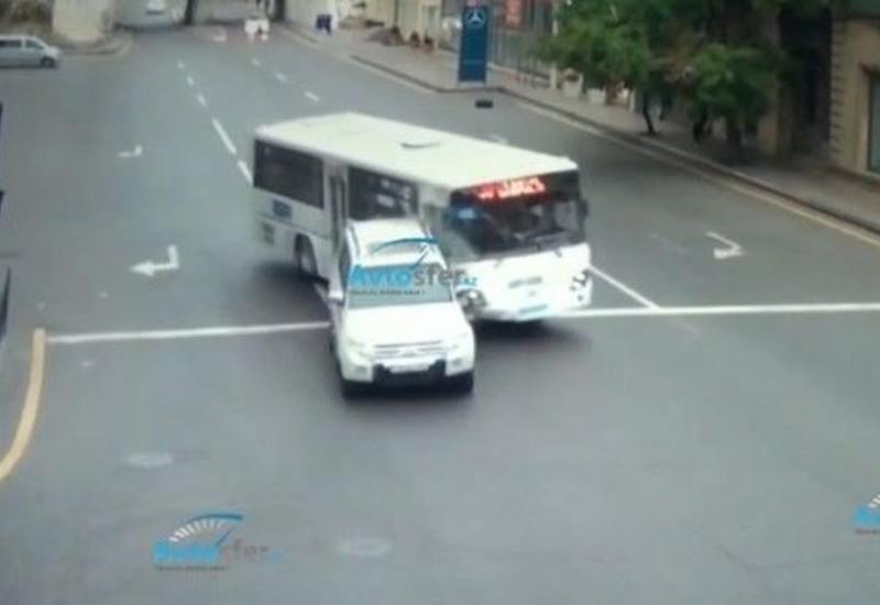 В Баку водитель автобуса совершил жуткое ДТП