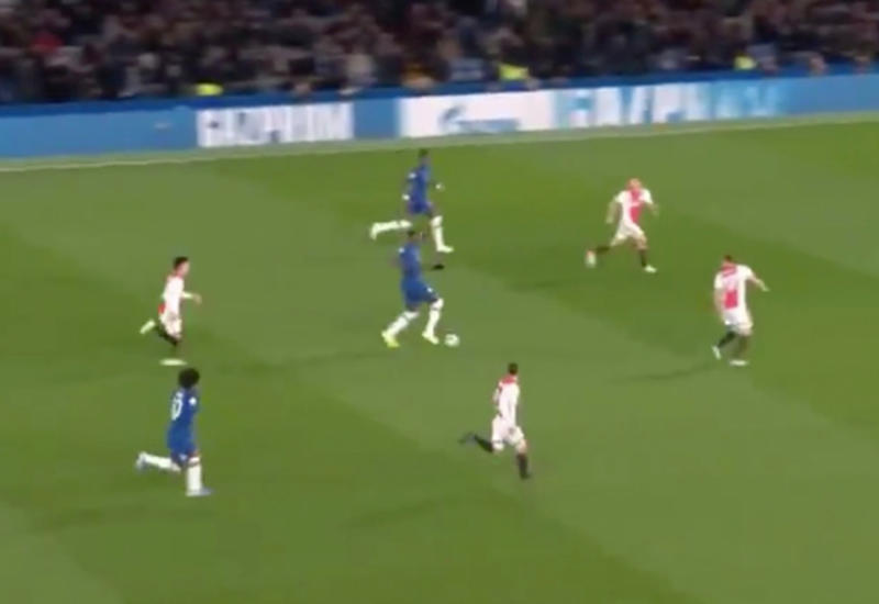 Защитник «Челси» протащил мяч через все поле и запустил его в небеса в матче ЛЧ