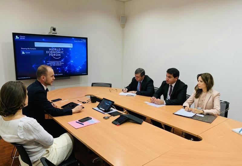 Хикмет Гаджиев обсудил расширение сотрудничества Азербайджана с Всемирным экономическим форумом