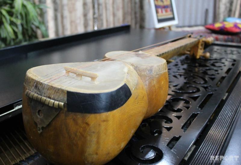 Центр мугама подарил Центру азербайджанской культуры в Грузии тар