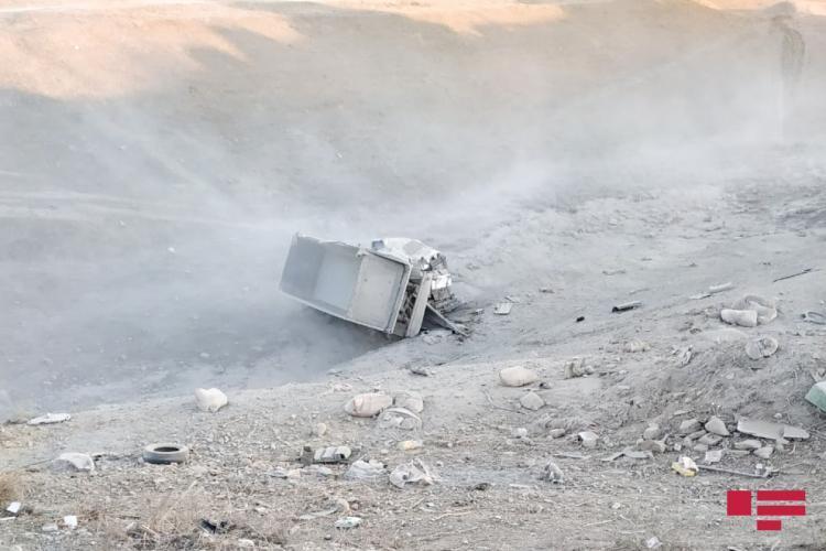В Шамахы грузовик рухнул в овраг с 45-метровой высоты